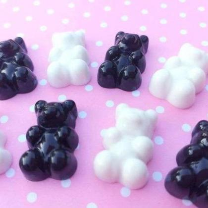 5 pcs - Black and White Gummy Bears..